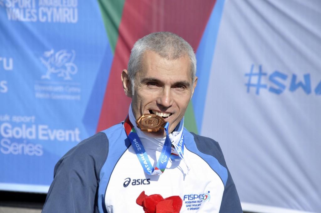 Alvise De Vidi è il testimonial UNASCAbile per il Veneto. Alvise l'eclettico: dai 200 metri alla maratona, al nuoto.